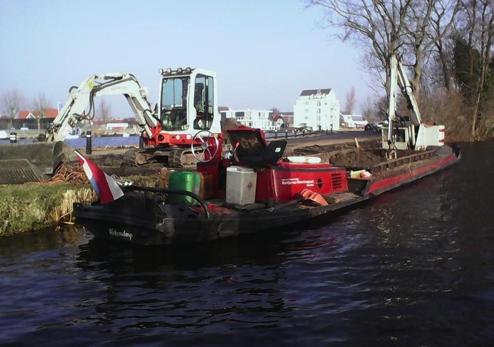 Eiland aanvullen met grond in Reeuwijk